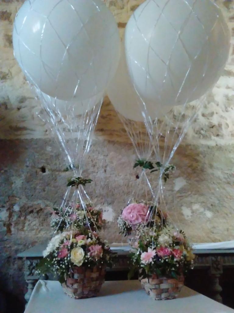 Montgolfieres avec gros ballon et base fleurs