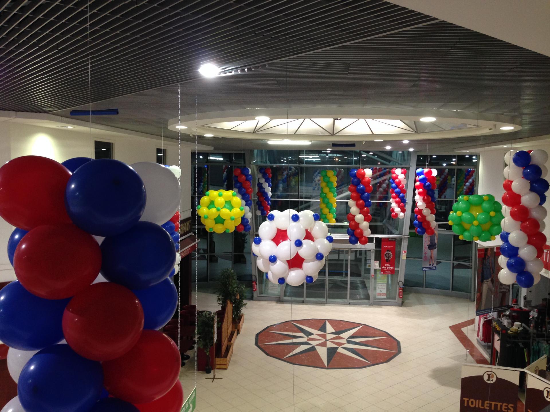 D coration ballons pour l 39 v nement coupe du monde foot for Decoration pour magasin