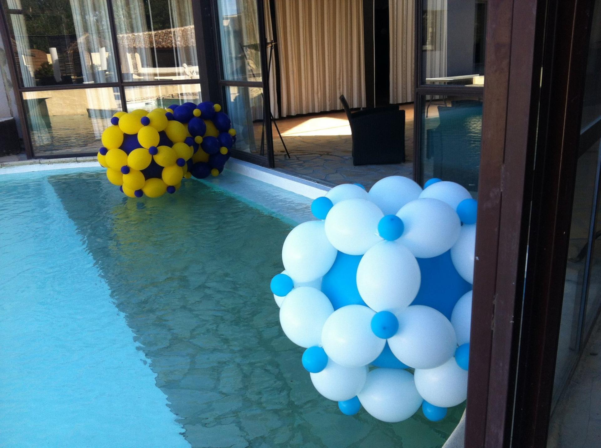 D coration piscine avec des ballons l 39 h lium for Accessoire piscine deco