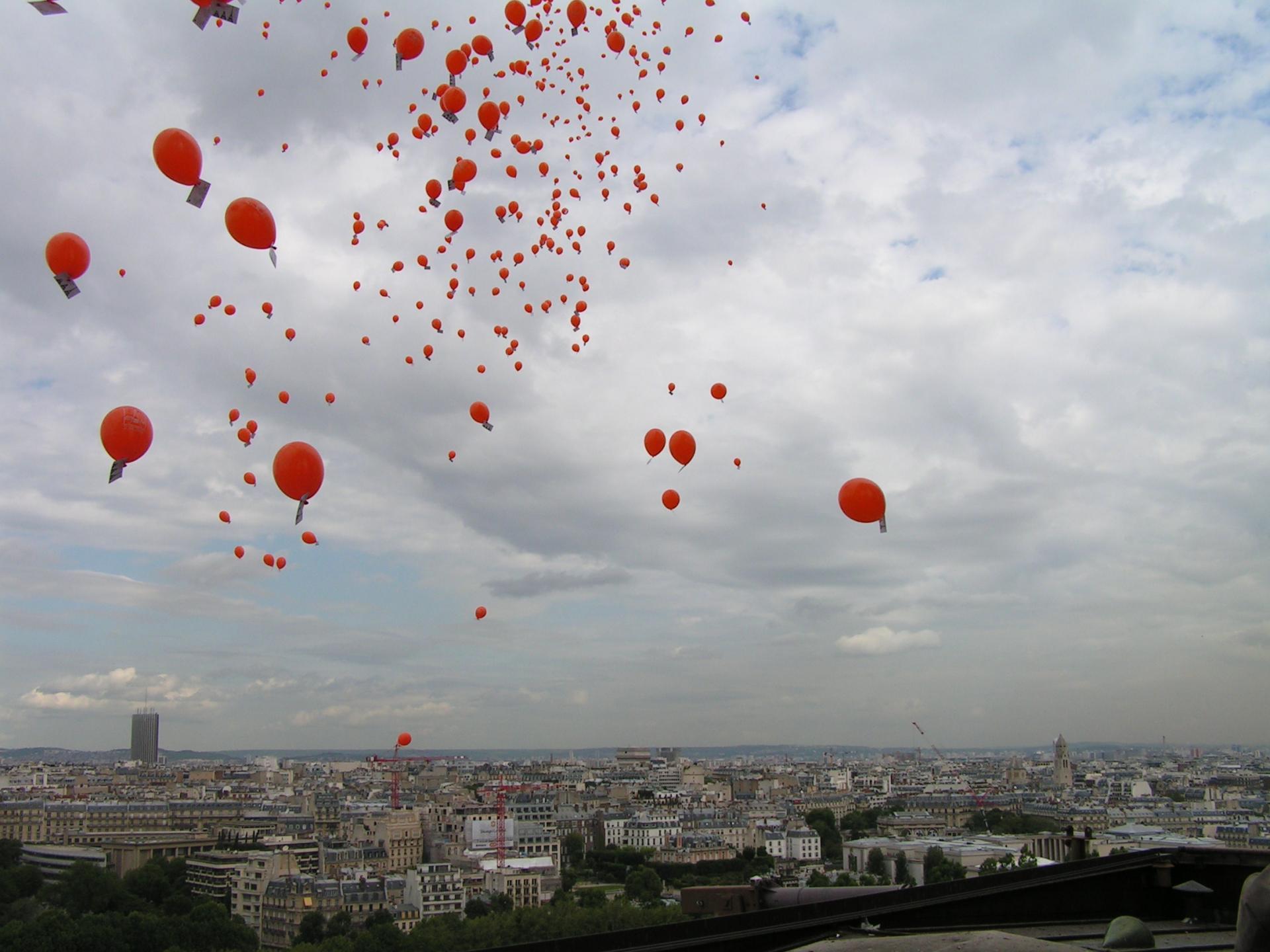 Ballons dans le ciel de Paris