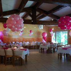 Décoration Ballons Baptême : blanc, rose et fuchsia.
