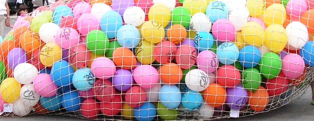 Lâcher de ballons avec ballons logo