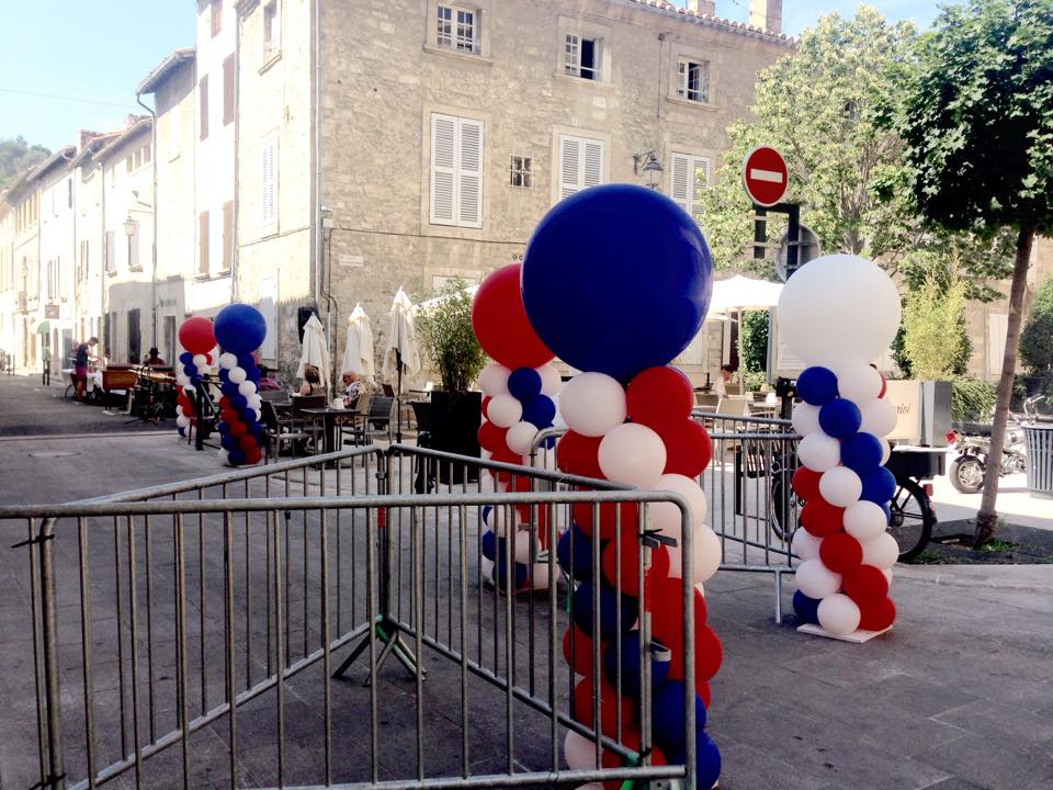 Décoration Festive avec des Ballons pour le 14 Juillet