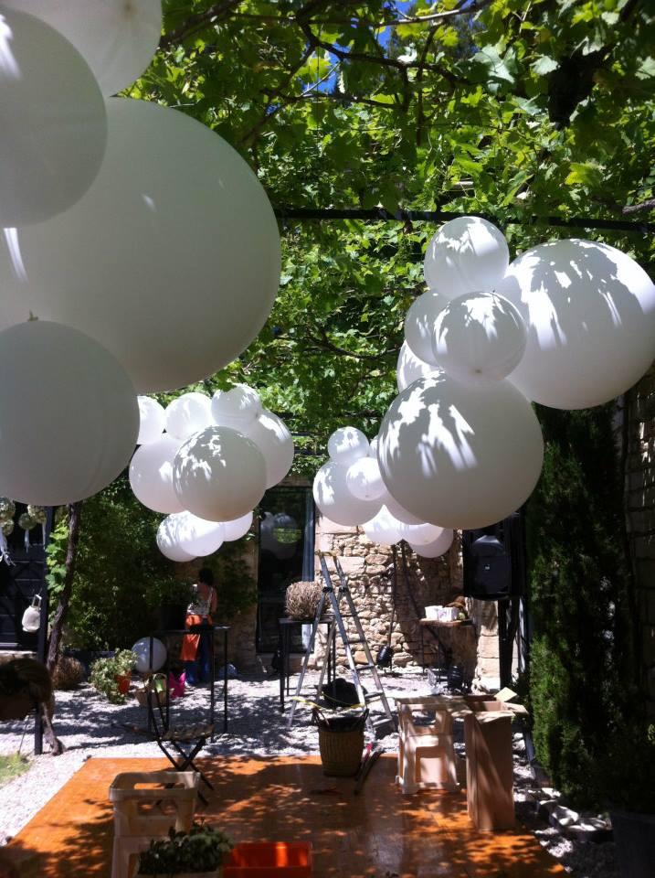 Ballons Blancs pour Décoration Événement Mariage