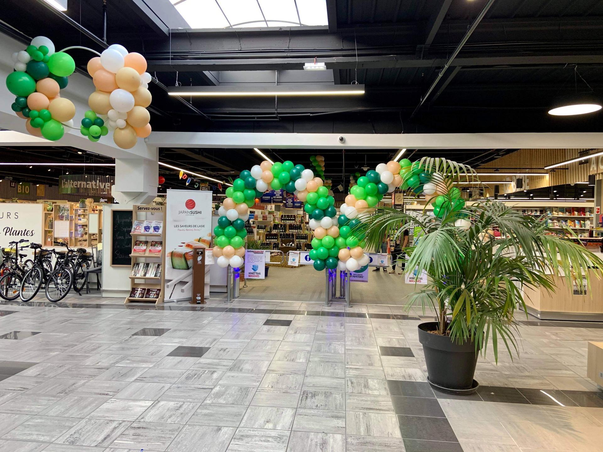 Arche ballons Entrée hypermarché