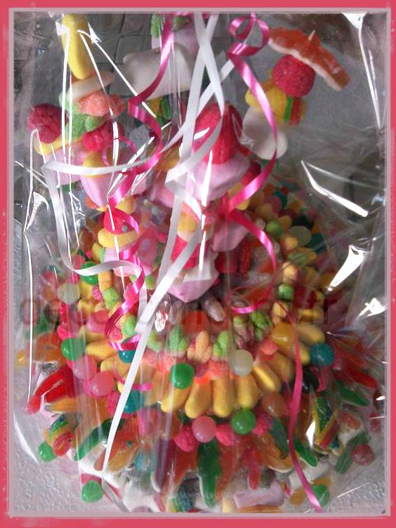 Décoration de table avec bonbons.