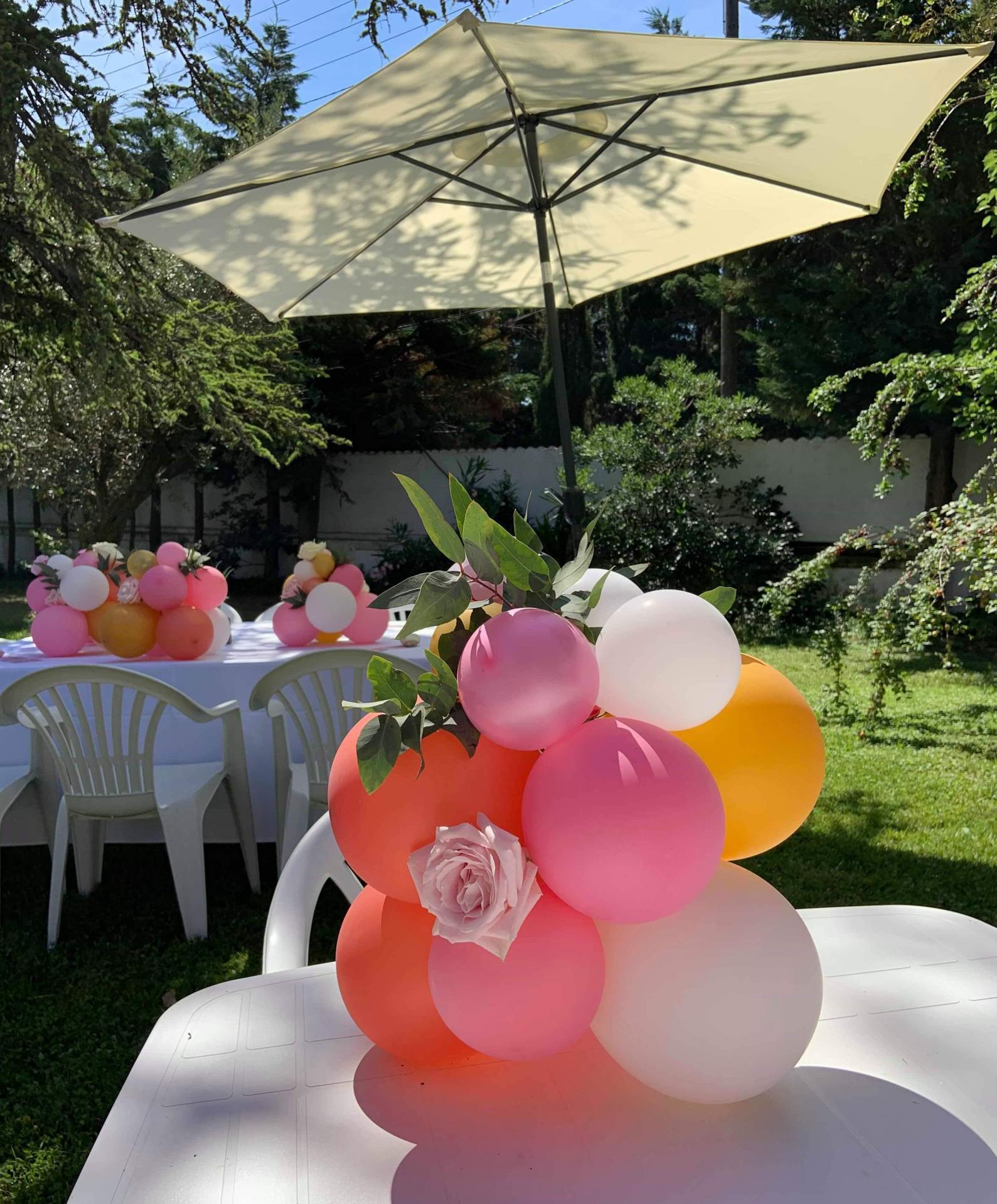 Centre de table fleurs et ballons