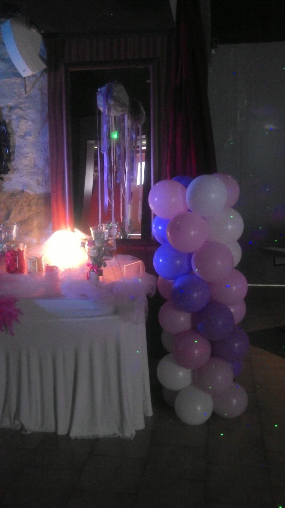Colonne de ballons pour une Salle de Mariage