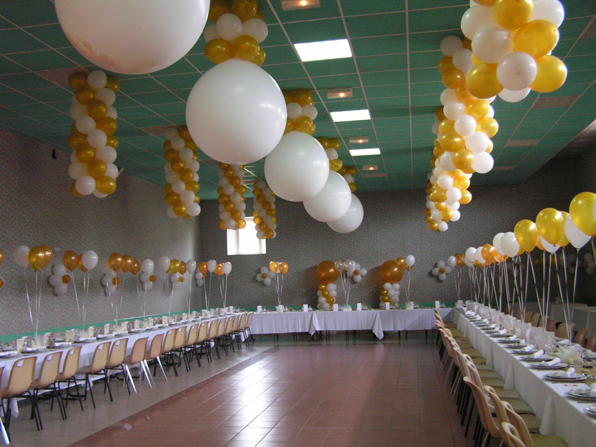 Décoration Ballons Mariage : colonne de Ballons et gros coeur