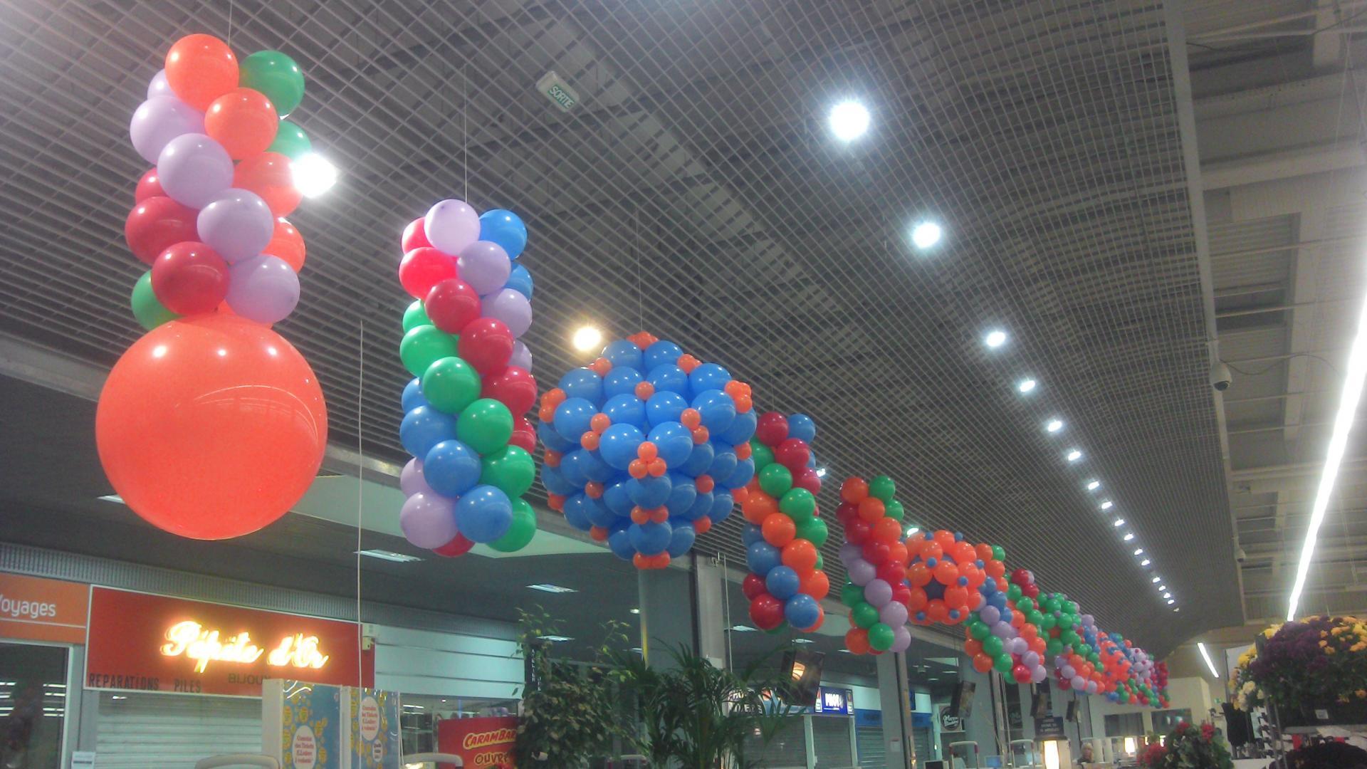 Structure de ballon décor ligne de caisses Leclerc