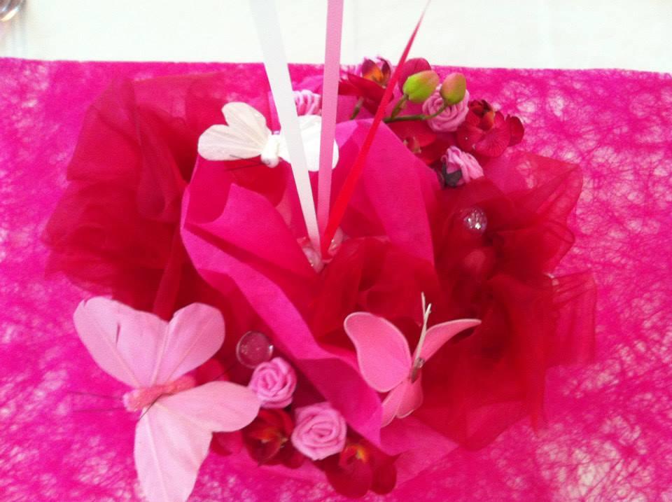 Centre de table papillons et fleurs