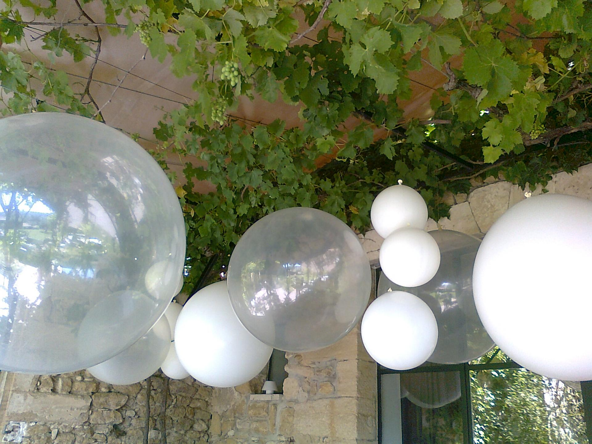 Décors gros ballons blancs