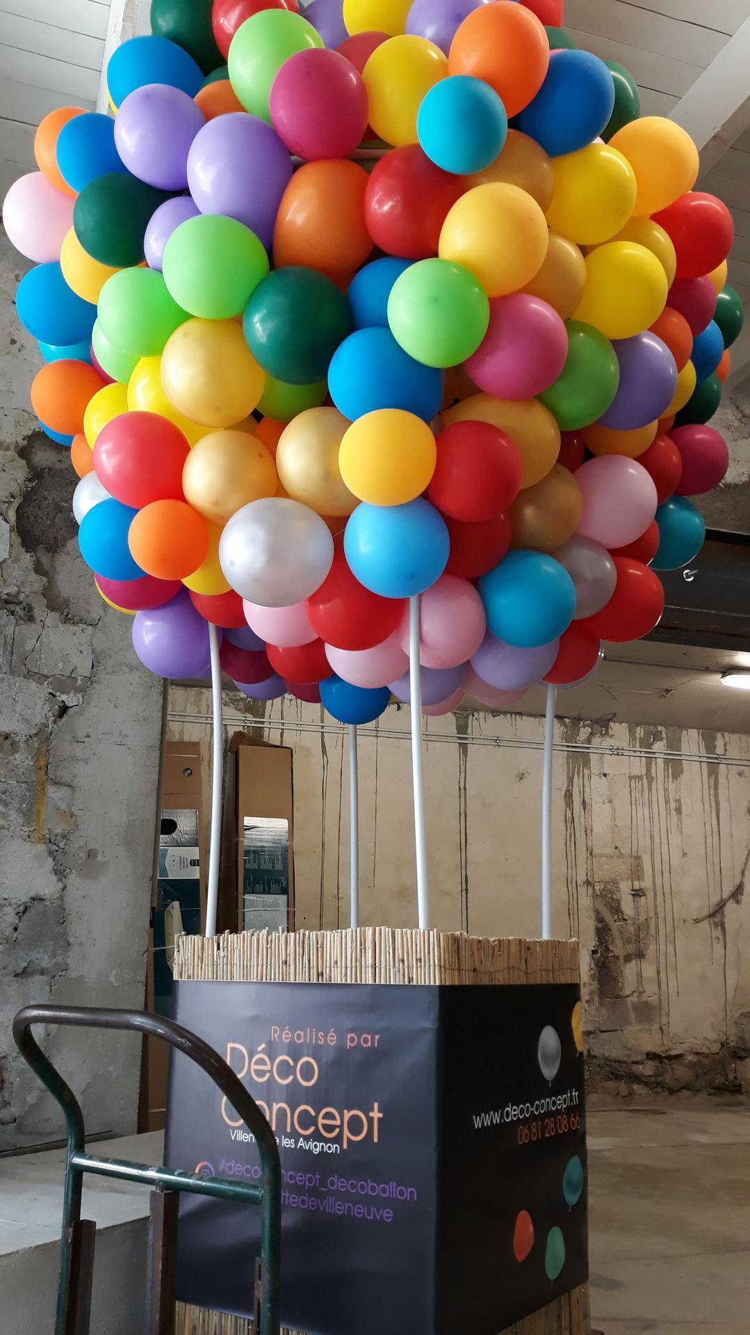 Montgolfière géante en déco ballon organique