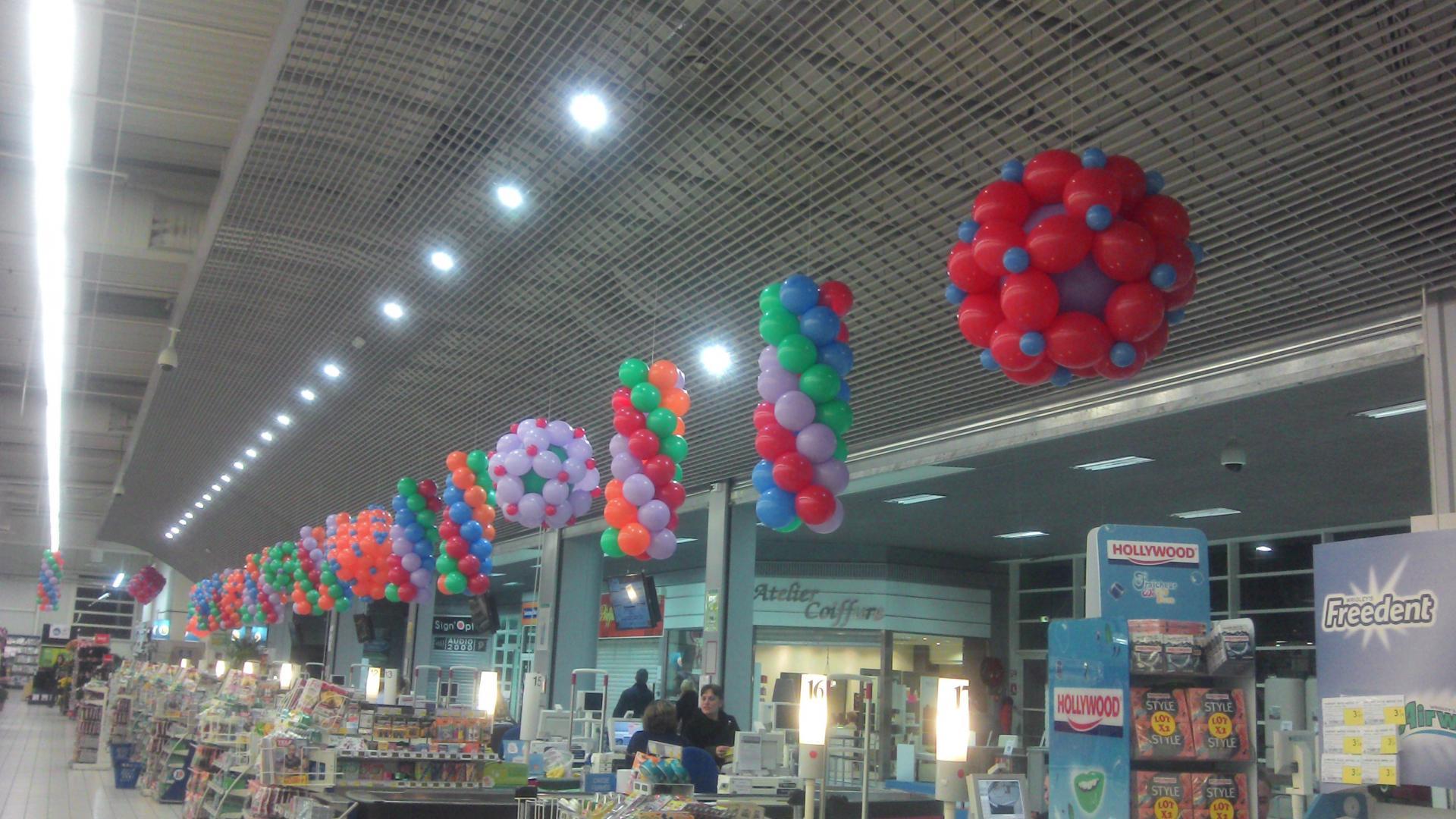 Déco ligne de caisses magasin
