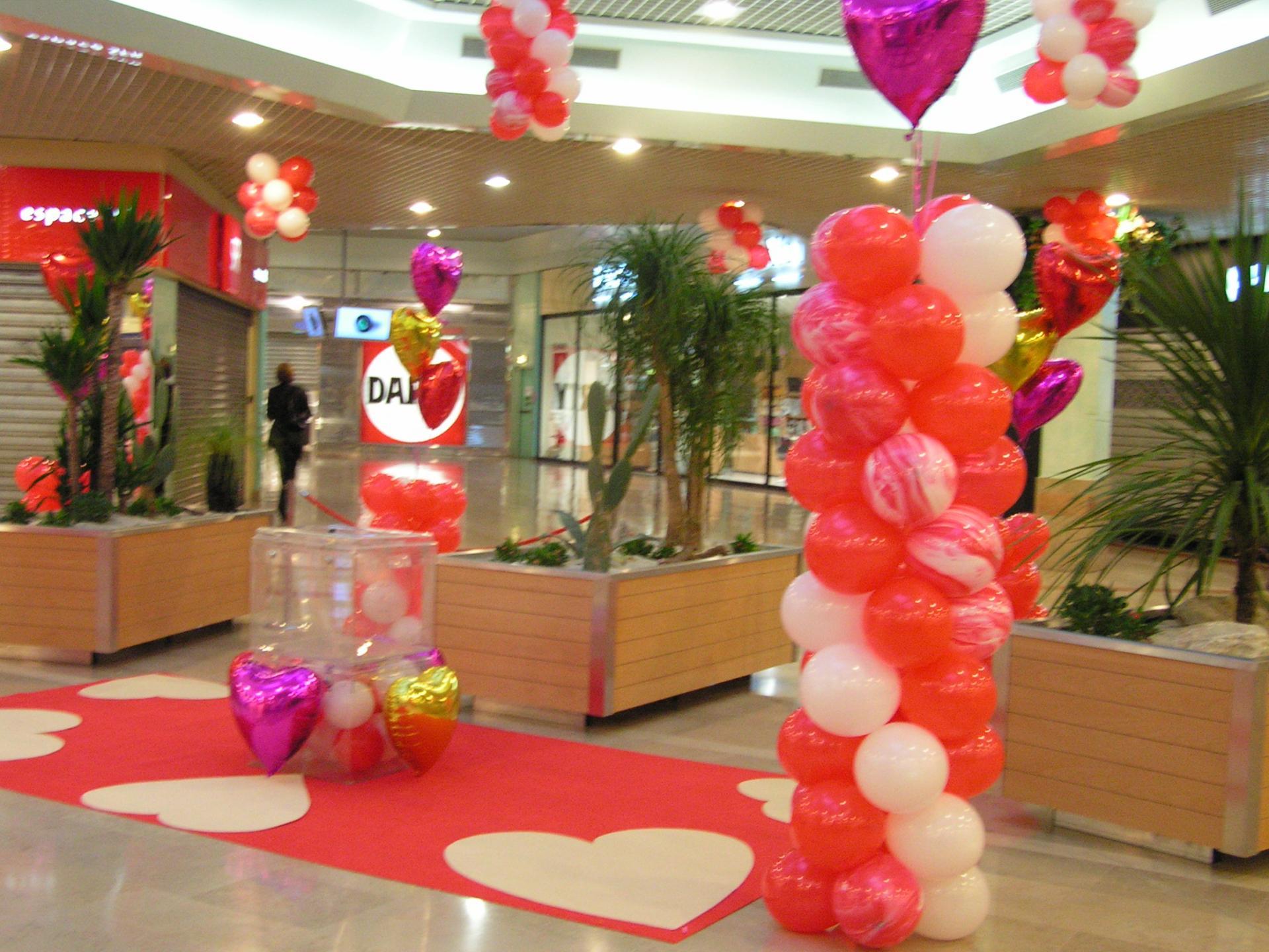 Décor ballon Saint Valentin galerie marchande